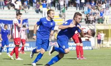 Calcio Pavia Si balla di gioia dopo la vittoria contro il Derthona