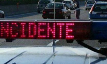 Incidente sulla Pavia-Lodi: carro attrezzi contro pullman, poi furgone va fuori strada