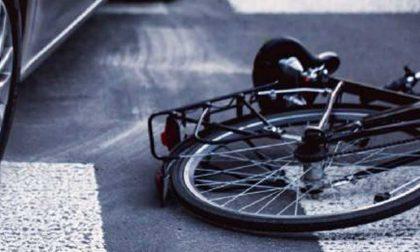 Malore in bici, grave 18enne