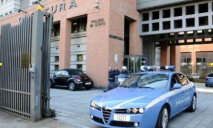 Tenta di scappare dalla Polizia con un'auto rubata: in manette