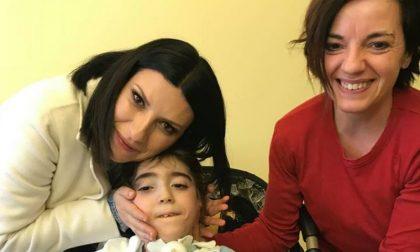 Laura Pausini all'ospedale di Lodi per un bimbo affetto della Sindrome di West