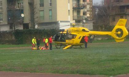 Incidente sulla Vigevanese   Perde il controllo dell'auto e finisce fuori strada: due feriti