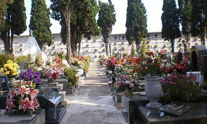 Profanate tombe e ossari nei cimiteri di Certosa di Pavia