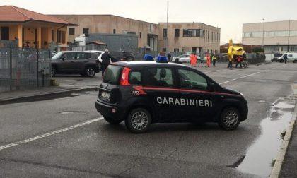 Sparatoria in azienda nel Bresciano un morto e uomo in fuga armato, ricerche in Lombardia