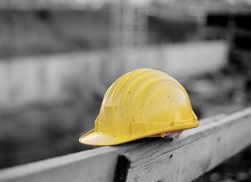 Ennesima morte sul lavoro: operaio schiacciato da una pala meccanica