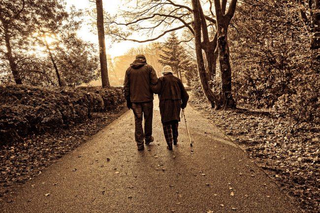 Disturbi della deambulazione degli anziani, ecco cosa fare