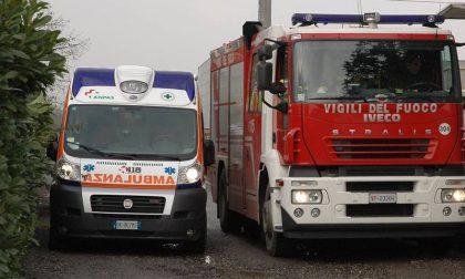 Auto in bilico sulla riva del Naviglio, a due chilometri il corpo senza vita del conducente