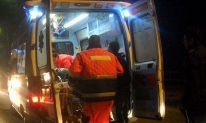 Auto ribaltata, 4 giovani in ospedale SIRENE DI NOTTE