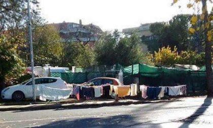 Carovana di nomadi invade parcheggio del San Matteo
