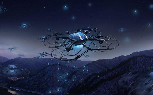 Spettacolo di droni luminosi al posto di fuochi d'artificio VIDEO