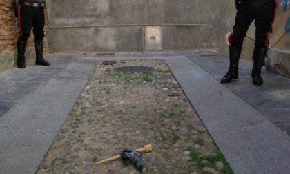Ordigno artigianale rinvenuto sul ciglio della strada FOTO