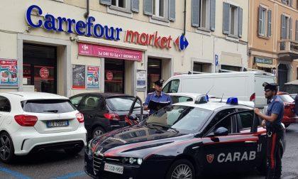 Colpo al supermercato Carrefour, 7 giovani 20enni nei guai