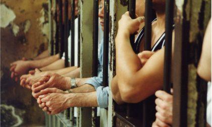 Lite tra detenuti: distruggono e incendiano una stanza