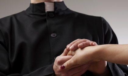 Uccelli di rovo nella Bassa e il prete prende a pugni il marito