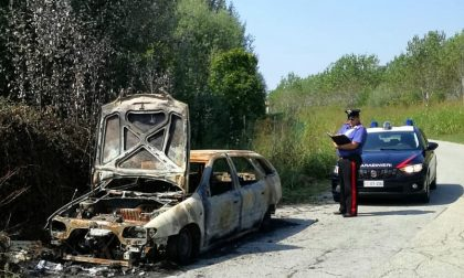 Brucia l'auto con l'intento di disfarsene, denunciato