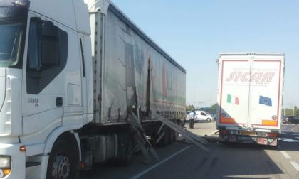 Incidente tra due tir, statale bloccata