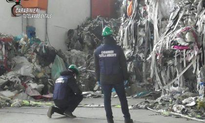 Discariche abusive: sequestrati 1500 metri cubi di rifiuti e 2 capannoni
