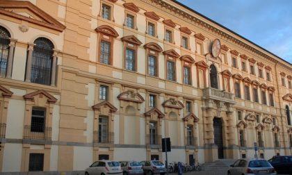 """Pavia in rivolta """"Salviamo i collegi"""""""