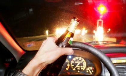 Sotto l'effetto dell'alcol causa incidente stradale: denunciato