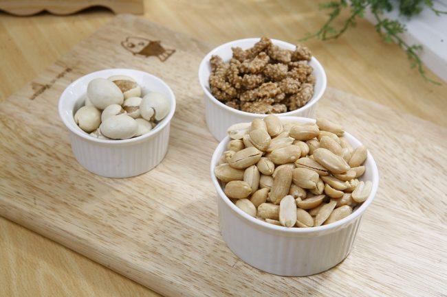 Arachidi, noci e mandorle: a Natale tocca alla frutta secca