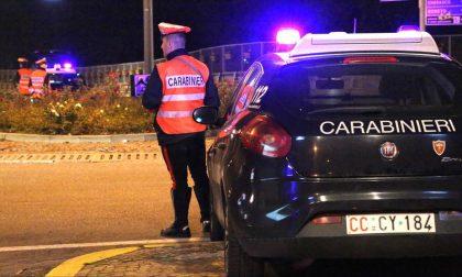 Sorpreso a spacciare aggredisce i carabinieri che lo vogliono arrestare: ma finisce in manette