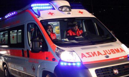 Scontro tra due auto, 21enne in ospedale SIRENE DI NOTTE