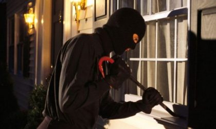 Faccia a faccia con i ladri al rientro a casa