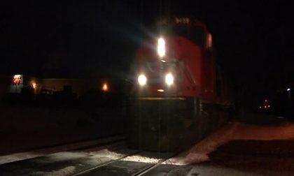 Donna investita e uccisa da treno merci al passaggio a livello
