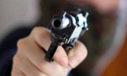 Proiettile sparato per i festeggiamenti finisce nel muro di un appartamento