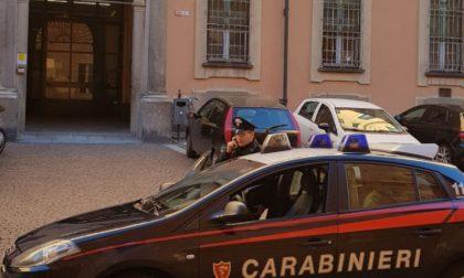 Pizzicati a rubare dalle auto parcheggiate fuori dall'oratorio, arrestati