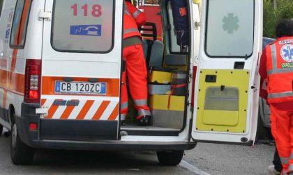 Precipita da un'altezza di tre metri, grave trauma toracico per un 25enne