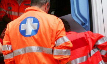 Schianto contro la cuspide in tangenziale, 83enne in ospedale