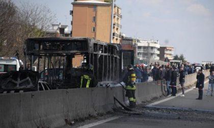 Bus sequestrato, gesto di un folle o atto terroristico?