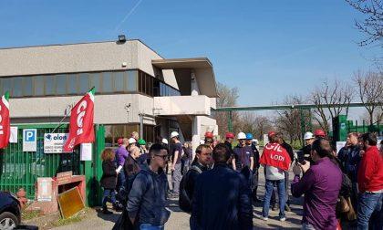 Cento lavoratori in presidio davanti alla Olon