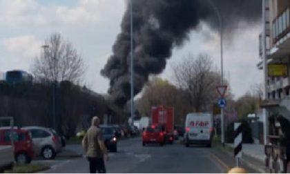 Sequestra autobus in gita scolastica e gli dà fuoco FOTO e VIDEO