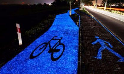 """A Pavia arriva la pista ciclabile che """"cattura"""" la luce e la rilascia di notte"""