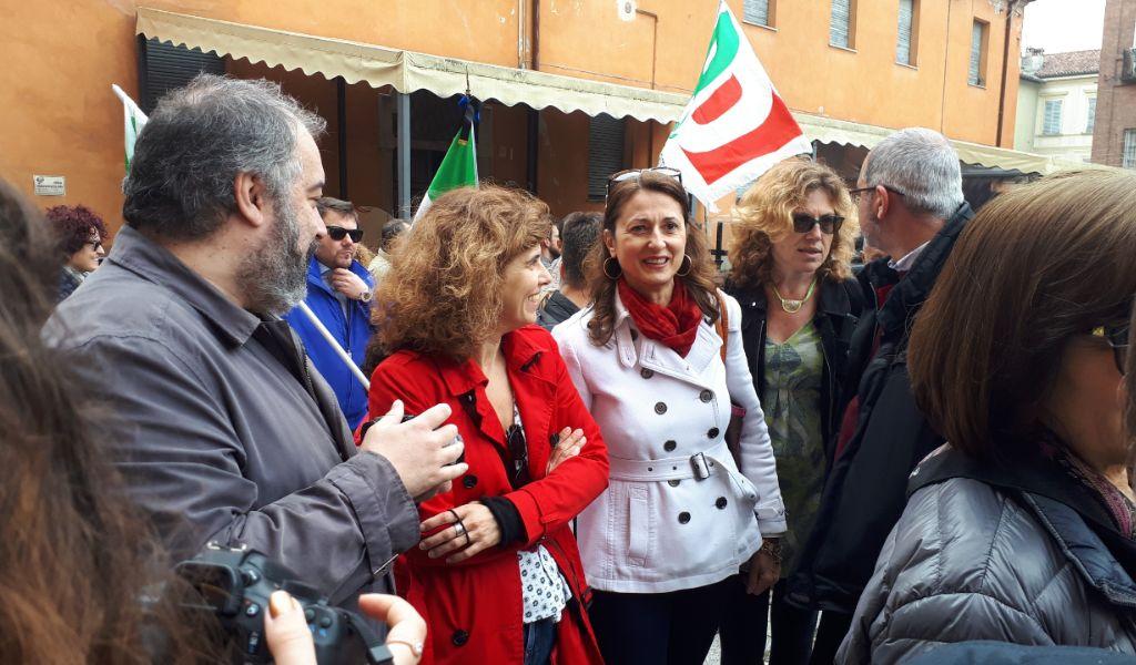 """Contestazioni del 25 aprile a Pavia: """"Questa non è democrazia"""" VIDEO"""