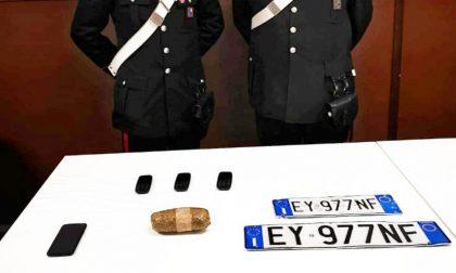 In macchina con oltre mezzo chilo di eroina: arrestato