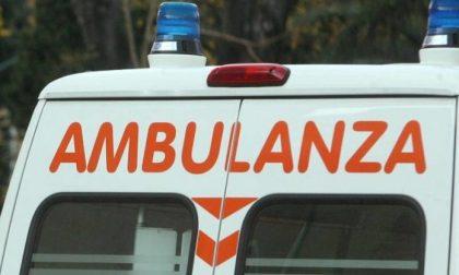 Cade dal soppalco durante dei lavori in casa: 33enne in ospedale