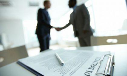 Licenziato ma continua a vendere contratti: truffati oltre 120 commercianti
