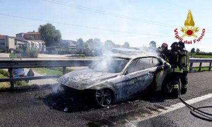 Auto a fuoco sulla A1, intervengono i Vigili del Fuoco