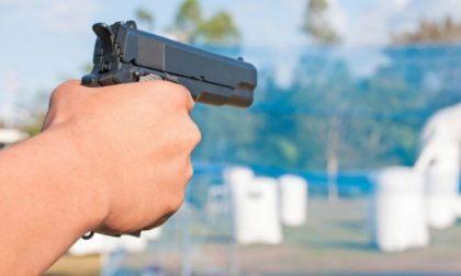 Rapinatore con pistola in azione alla Lidl, i commessi gli consegnano 500 euro