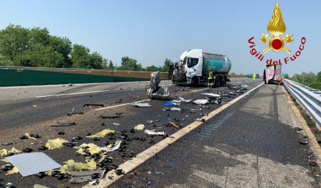 Gravissimo incidente, autostrada A4 chiusa in direzione Milano LE FOTO
