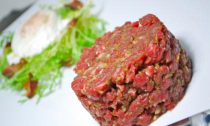 """""""Tartare bovino adulto a rischio listeria"""" Lidl Italia richiama dal mercato un lotto di carne"""