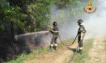 Brucia sterpaglie e rifiuti, scoppia un incendio e sul posto devono correre i Vigili del fuoco
