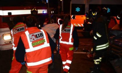 Auto ribaltata a Pavia: soccorsi due giovani SIRENE DI NOTTE