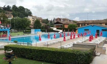 Acido versato in piscina sprigiona gas tossico: 5 bambini e 3 donne accusano malori