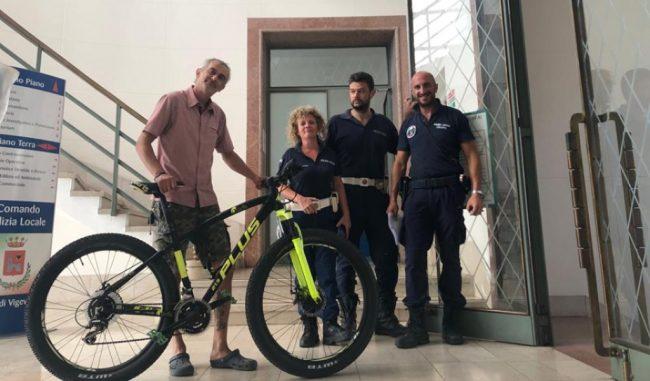Bici Rubata E Annuncio Su Facebook Un Agente Di Polizia Locale La