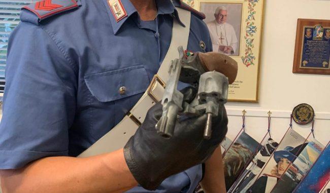 Lite e minacce con pistola giocattolo: denunciati 2 artigiani