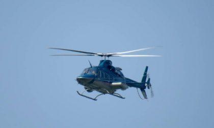 Pilota pavese si schianta con l'elicottero, ne esce vivo e torna a casa con i mezzi